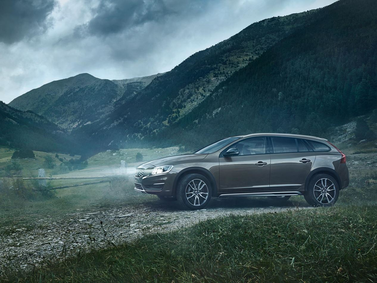 one day test volvo v60 cross country. Black Bedroom Furniture Sets. Home Design Ideas