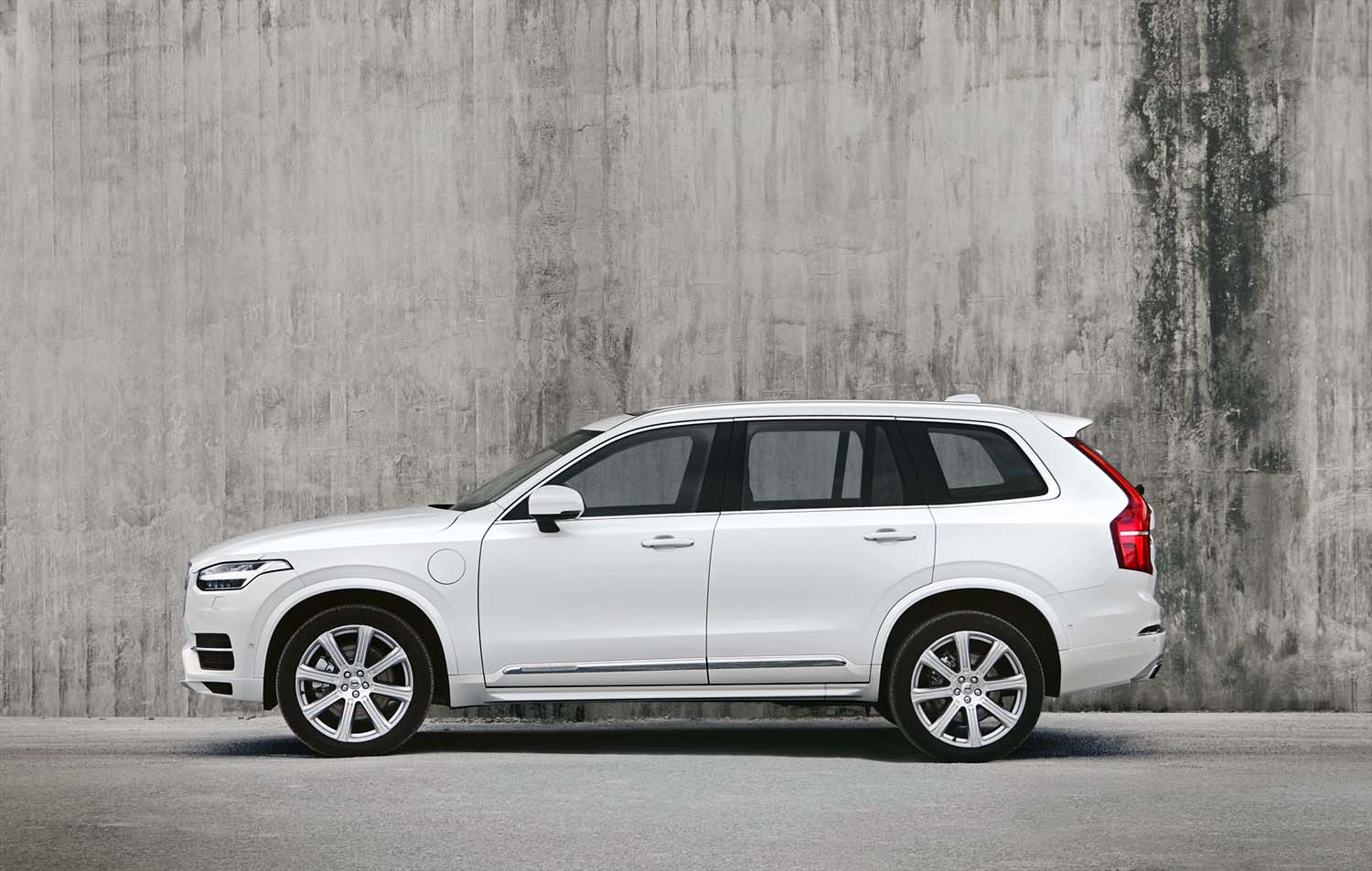 hybrid volvo xc90 finally makes its local bow. Black Bedroom Furniture Sets. Home Design Ideas